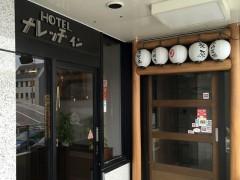 入口(隣が居酒屋です)